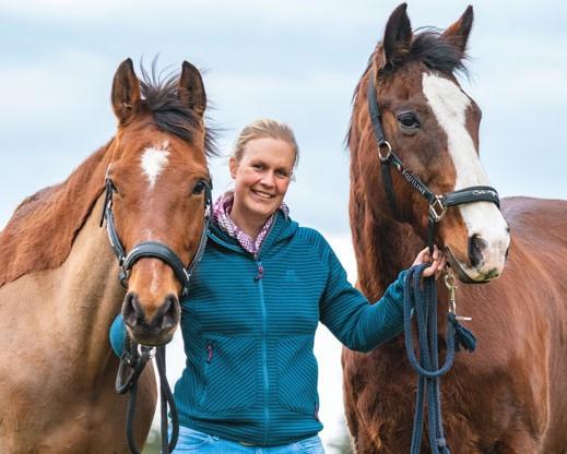 Mara mit ihren Pferden